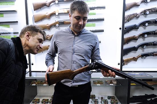 Возраст на право приобретения оружия предложено увеличить до 21 года