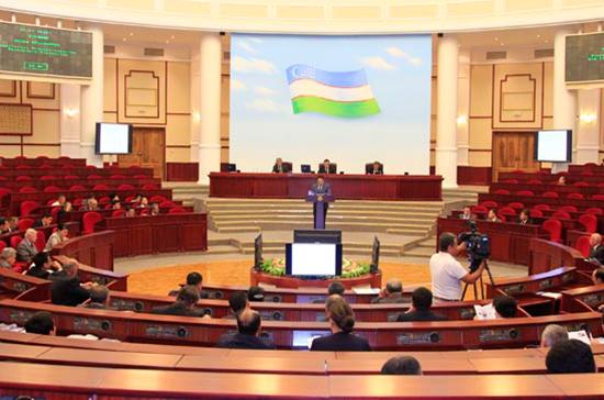 В узбекский парламент будут водить экскурсии
