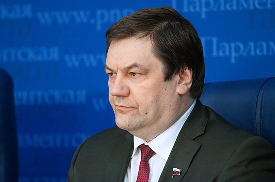 Фомин не поддержал идею ввести налог на выезд из России