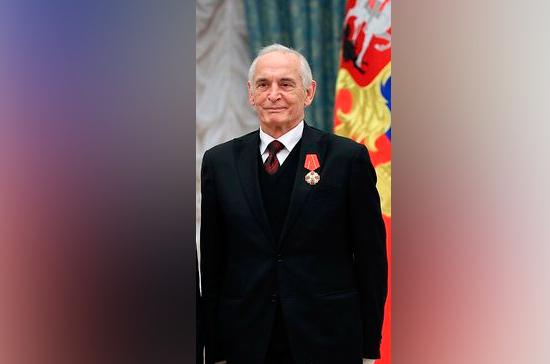 Сергей Шойгу поздравил Василия Ланового с 85-летием