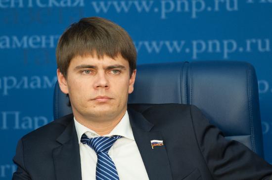Боярский: законопроекту о курилках в аэропортах не требуется прямой отзыв Минздрава