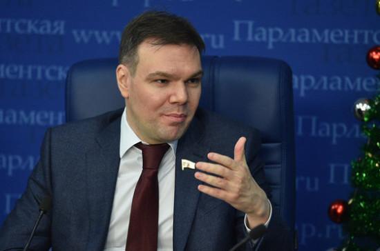 Левин рассказал о реакции правительства на законопроект о фейковых новостях