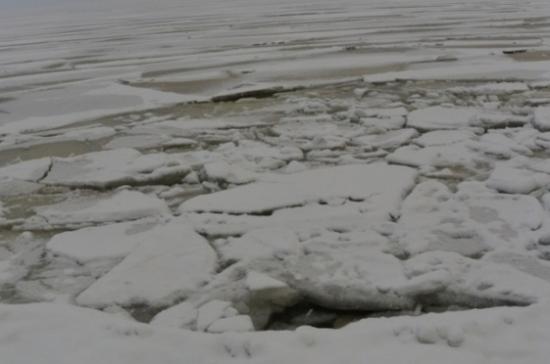 В Астрахани девятиклассник спас провалившегося под лёд мальчика