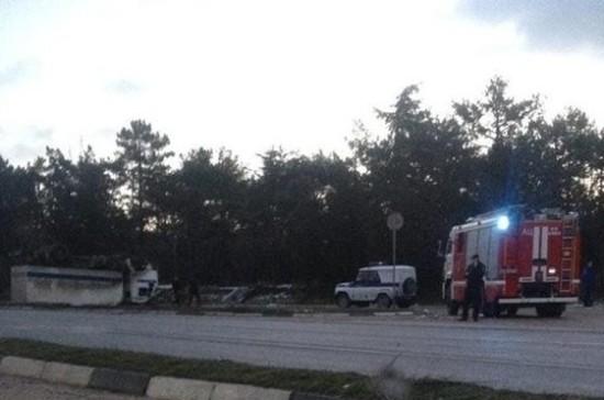 На трассе под Севастополем перевернулся полицейский грузовик