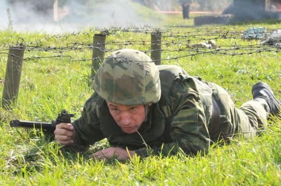 В России предлагают уточнить порядок прохождения иностранцами службы по контракту