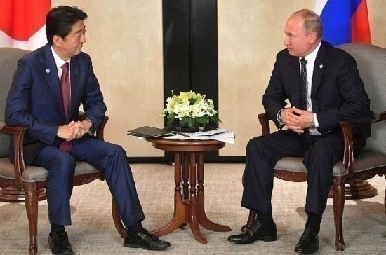 Владимир Путин и Синдзо Абэ начали переговоры в Кремле