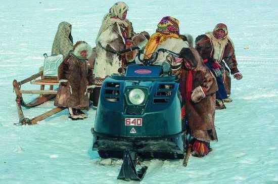 За езду на снегоходах по замерзшим озерам Крайнего Севера перестанут штрафовать