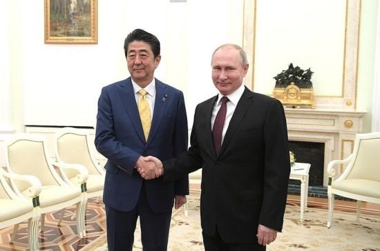 Путин отметил пользу регулярных встреч с Абэ