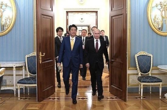 Путин и Абэ уделили приоритетное внимание на переговорах развитию экономических связей