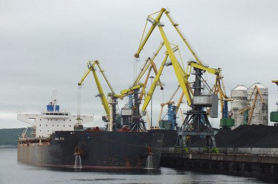 Торговые корабли смогут неоднократно пересекать границу России без погранконтроля