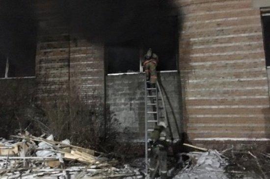 Иркутские пожарные спасли заблудившегося на горящем складе работника