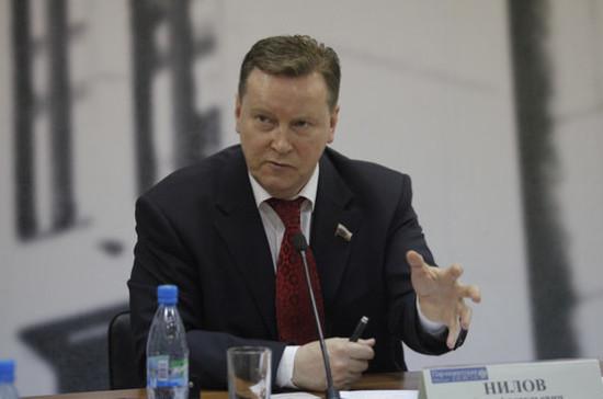 Олег Нилов предложил засчитывать в трудовой стаж женщин уход за детьми до трёх лет