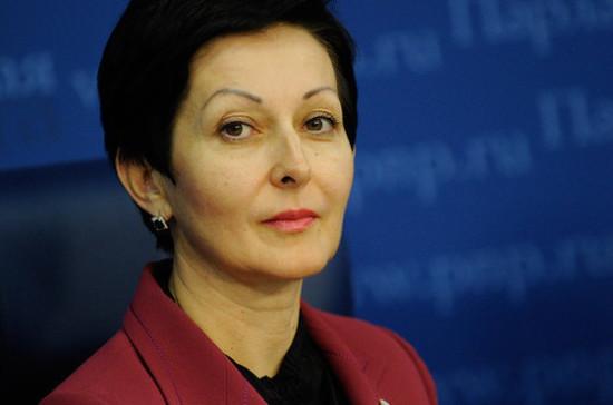 Комитет Госдумы обратился к Голиковой по поводу отмены льгот для сельских учителей