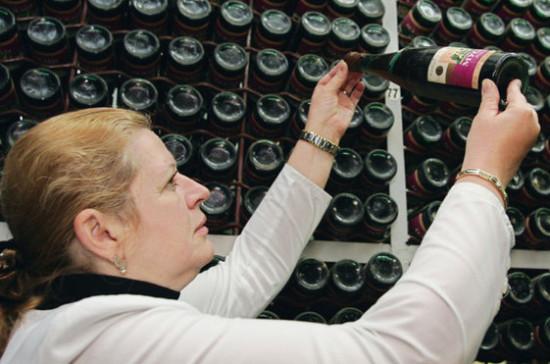 Совфед просит ускорить принятие закона о спецмаркировке алкогольной тары