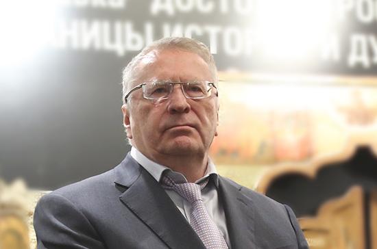 Жириновский дал указание депутатам от ЛДПР чистить снег