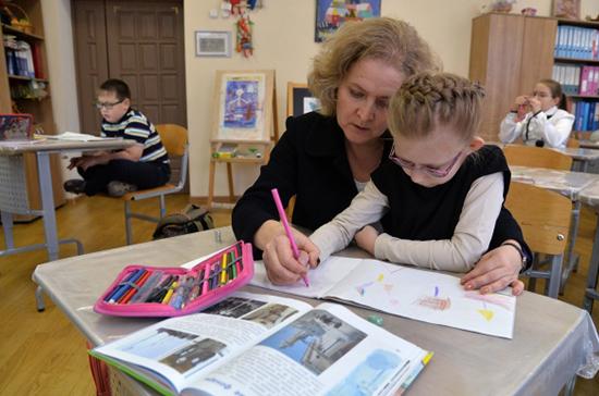 Учителей хотят освободить от избыточной нагрузки