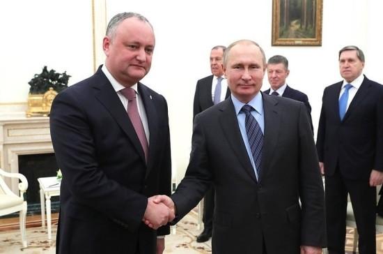 Путин не исключил продления правил торговли овощами и вином с Молдавией