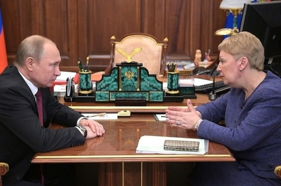 Путин потребовал от Васильевой следить за уровнем зарплаты учителей в регионах