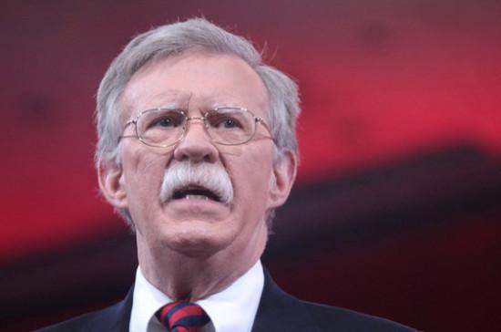 США не исключают любых вариантов в отношении Венесуэлы, заявил Болтон