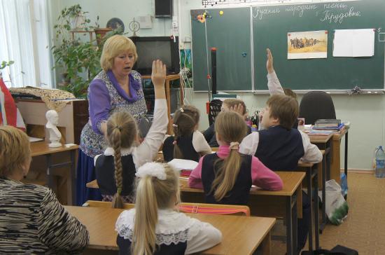К 2024 году в школах появится 230 тысяч новых учебных мест