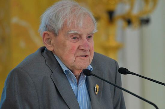 В Петербурге откроют мемориальную доску Даниилу Гранину
