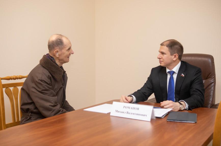 Романов попросит Минздрав разобраться с длинными очередями в поликлиниках