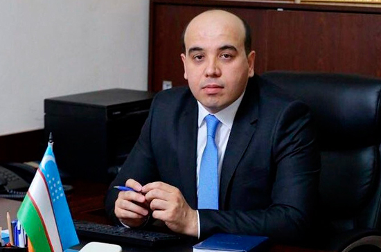 Узбекским артистам запретили восхвалять президента страны