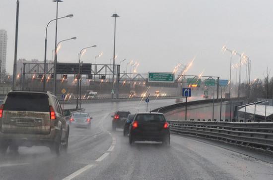 Размер штрафа за медленную езду по автомагистрали предложили утроить