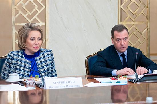 Медведев рассказал, где ставить ударение в слове «свёкла»