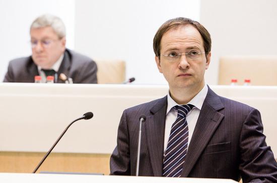 Мединский рассказал о планах ввести «культурные нормативы» для школьников