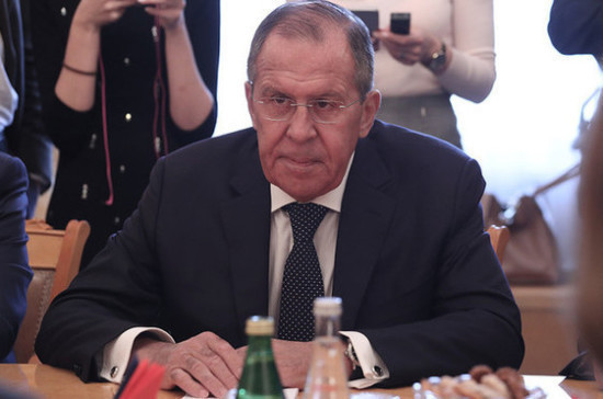 Лавров пошутил, что глава МИД Германии следит за ним