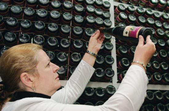 Минпромторг выступил за цифровую маркировку алкоголя и бутилированной воды