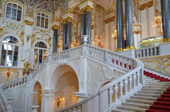 Место уединения» Екатерины II стало крупнейшим в мире музеем
