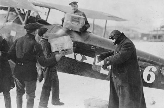 Первая авиадоставка почты прошла в Индии