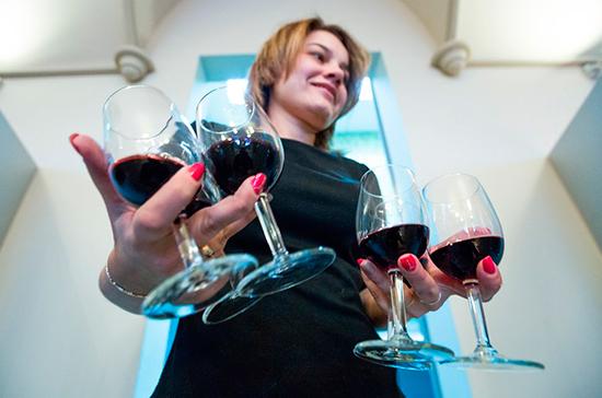 Организаторам фуршетов могут разрешить продавать алкоголь без спроса