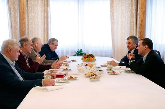 Медведев обсудил с лидерами фракций Госдумы законодательное сопровождение нацпроектов