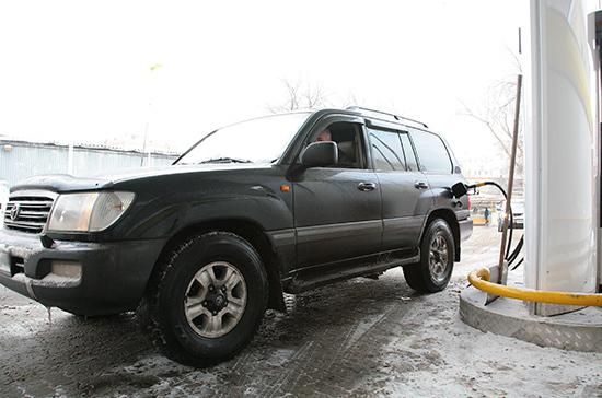 Росстат: цены на бензин в России в январе выросли на 0,8%