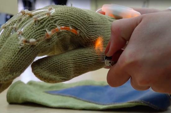 Учащиеся Донского техуниверситета разработали инновационные перчатки для пожарных