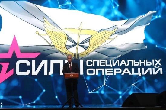 Путин пообещал продолжать укреплять армию и флот