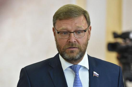 Санкции против России направлены на свержение законной власти, считает Косачев