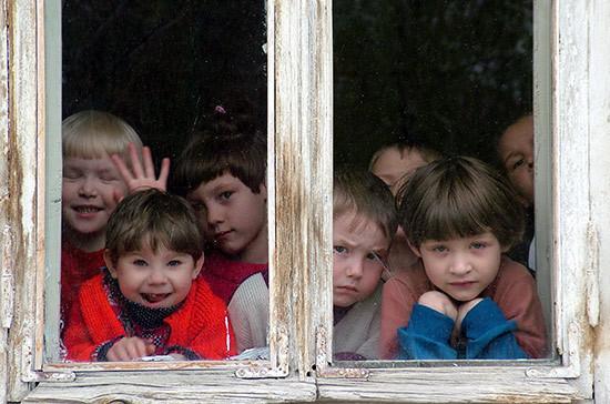 Рязанский: более 51% многодетных семей в России являются бедными