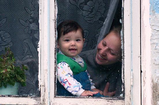 Получать детские пособия разрешат по месту пребывания