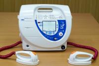 Использовать дефибрилляторы могут разрешить не только медикам