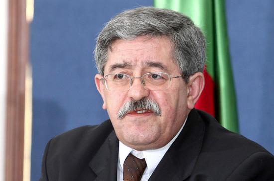 Правительство Алжира ушло в отставку на фоне массовых протестов