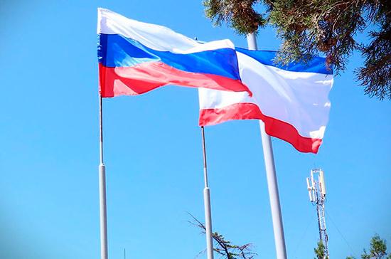 Делегация французских политиков посетила выставку «Крымская весна»