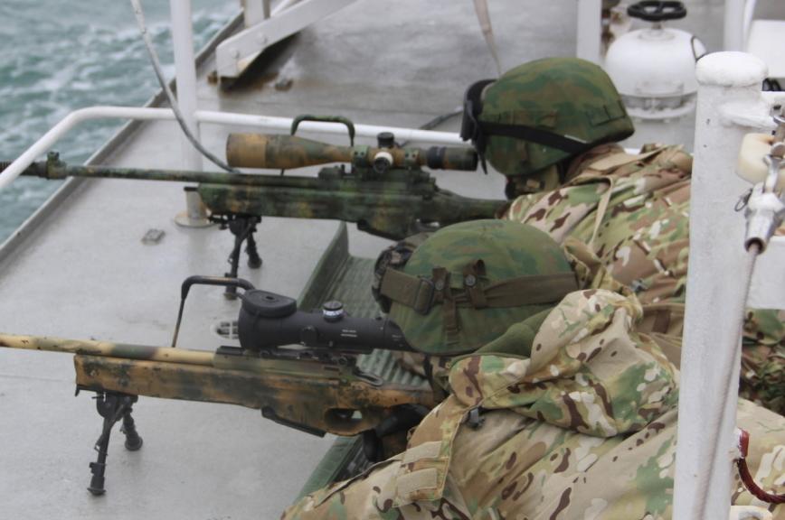 Пограничники уничтожили условных террористов в Черном море