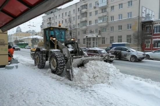 Из Екатеринбурга за сутки вывезли почти 9 тысяч тонн снега