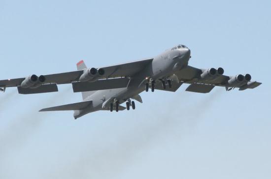 Минобороны России опубликовало видео перехвата американского бомбардировщика
