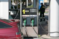 Медведев: правительственные меры стабилизировали ситуацию на рынке нефтепродуктов