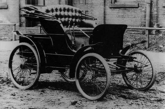 Первый американский автомобиль был продан за 1000 долларов США